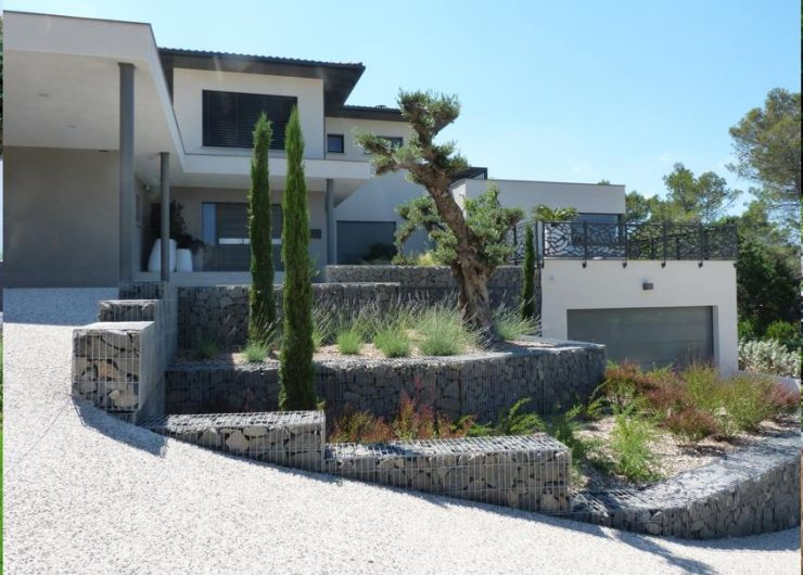 Aménager votre terrain en pente, talus, restanque, murs de soutènement avec votre artisan fabricant poseur terrassier maçon