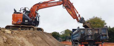 Terrassier avec camion belles pour Evacuation des terres et gravats issu de votre chantier de maison et de vos fondations
